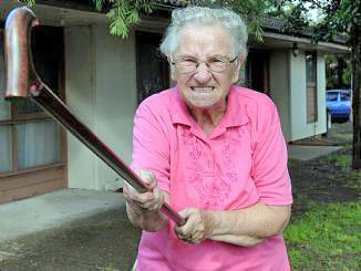 негативное отношение стариков к переменам в современном обществе